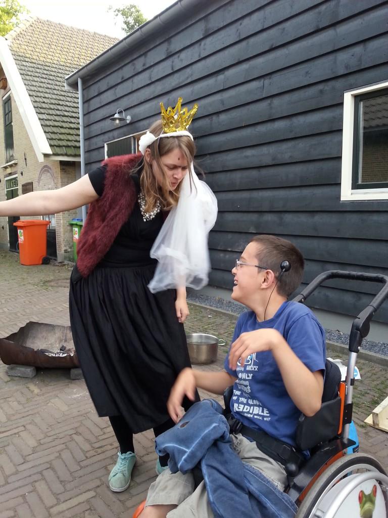 De koningin - een van de themafiguren op zomerkamp